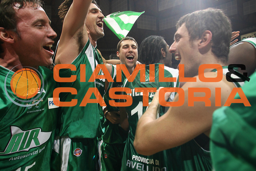 DESCRIZIONE : Bologna Final Eight 2008 Finale La Fortezza Virtus Bologna Air Avellino<br /> GIOCATORE : Team Avellino<br /> SQUADRA : Air Avellino<br /> EVENTO : Tim Cup Basket For Life Coppa Italia Final Eight 2008 <br /> GARA : La Fortezza Virtus Bologna Air Avellino<br /> DATA : 10/02/2008 <br /> CATEGORIA : Esultanza<br /> SPORT : Pallacanestro <br /> AUTORE : Agenzia Ciamillo-Castoria/M.Marchi