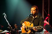 Luc De Larochellière, Passeur du 29e Festival en Chanson de Petite-Vallée couvert pour Francophonie Express -  Gaspésie / Petite_Vallée / Canada / 2011-06-25, © Photo Marc Gibert / adecom.ca