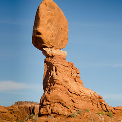 Balanced Rock, Arches National Park, Utah, US