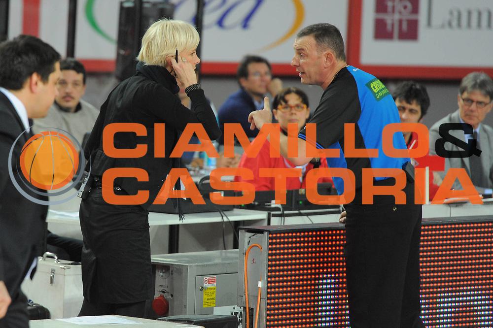 DESCRIZIONE : Roma Lega A 2010-11 Lottomatica Virtus Roma Montepaschi Siena<br /> GIOCATORE : Claudia Angiolini Arbitro Sky<br /> SQUADRA : Lottomatica Virtus Roma Montepaschi Siena<br /> EVENTO : Campionato Lega A 2010-2011 <br /> GARA : Lottomatica Virtus Roma Montepaschi Siena<br /> DATA : 16/01/2011<br /> CATEGORIA : Curiosita <br /> SPORT : Pallacanestro <br /> AUTORE : Agenzia Ciamillo-Castoria/GiulioCiamillo<br /> Galleria : Lega Basket A 2010-2011 <br /> Fotonotizia : Roma Lega A 2010-11 Lottomatica Virtus Roma Montepaschi Siena<br /> Predefinita :
