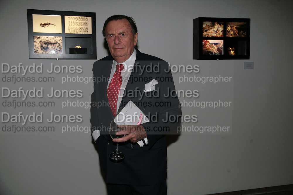 Barry Humphries, ' Show Off' Theo Fennell exhibition co-hosted wit Vanity Fair. Royal Academy. Burlington Gdns. London. 27 September 2007. -DO NOT ARCHIVE-© Copyright Photograph by Dafydd Jones. 248 Clapham Rd. London SW9 0PZ. Tel 0207 820 0771. www.dafjones.com.