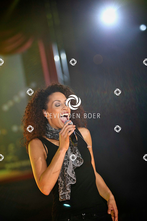 ROTTERDAM - De Beren Eetcafes Live In de Ahoy. Met op de foto zangeres Glennis Grace. FOTO LEVIN DEN BOER - PERSFOTO.NU