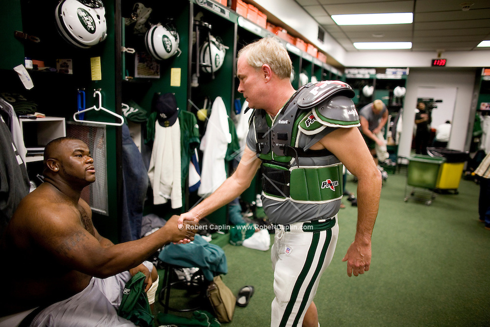 NY Times reporter Harry Hurt had the opertunity to run 3 plays as a quarterback with the New York Jets during a practice Jets practice Oct, 31, 2006. Robert Caplin For The New York Times..<br />