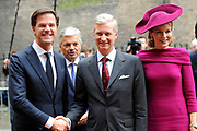 Bezoek van Zijne Majesteit Koning Filip en Hare Majesteit Koningin Matilda van België aan Nederland.De Belgische koningin Matilda en koning Filip tijdens het bezoek aan de Eerste en Tweede Kamer.<br /> <br /> Visit of His Majesty King Filip and Her Majesty Queen Matilda of Belgium to Netherlands. The Belgian King and Queen Matilda Filip while visiting the Senate and House.<br /> <br /> op de foto / On the photo:  Premier Mark Rutte ontvangt koning Filip en koningin Mathilde op het Binnenhof / Prime Minister Mark Rutte receives King Filip and Queen Mathilde at the Binnenhof