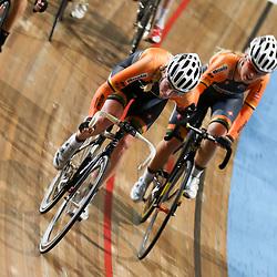 27-12-2014: Wielrennen: NK Baanwielrennen: Apeldoorn zilver op de koppelkoers voor Nina Kessler en Niki Zijlaard