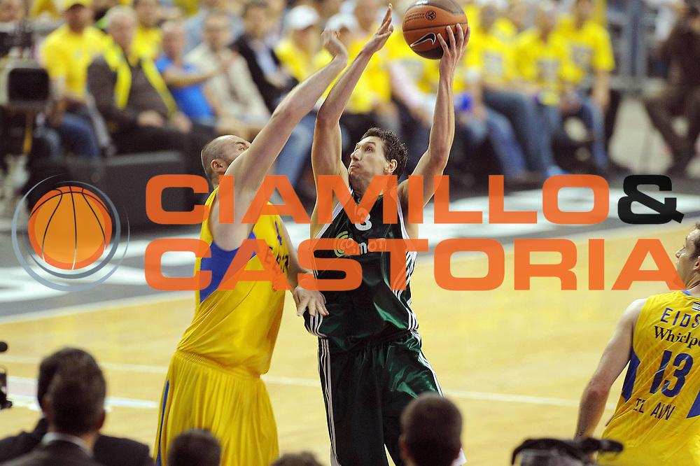 DESCRIZIONE : Barcellona Barcelona Eurolega Eurolegue 2010-11 Final Four Finale Final Maccabi Electra Tel Aviv Panathinaikos<br /> GIOCATORE : Dimitris Diamantidis<br /> SQUADRA : Panathinaikos<br /> EVENTO : Eurolega 2010-2011<br /> GARA : Maccabi Electra Tel Aviv Panathinaikos<br /> DATA : 08/05/2011<br /> CATEGORIA : tiro penetrazione<br /> SPORT : Pallacanestro<br /> AUTORE : Agenzia Ciamillo-Castoria/GiulioCiamillo<br /> Galleria : Eurolega 2010-2011<br /> Fotonotizia : Barcellona Barcelona Eurolega Eurolegue 2010-11 Final Four Finale Final Maccabi Electra Tel Aviv Panathinaikos<br /> Predefinita :