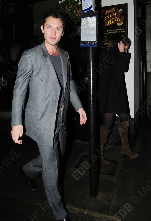 04.FEB.2009 - LONDON<br /> <br /> ACTOR JUDE LAW ARRIVES AT GUY RITCHIES PUB THE PUNCH BOWL MAYFAIR LONDON AT 2AM AND LEAVES AN HOUR LATER TRYING TO SNEAK OUT WITH MYSTREY GIRL BEFORE GETING IN SEPERATE CARS.<br /> <br /> BYLINE MUST READ :EDBIMAGEARCHIVE.COM<br /> <br /> *THIS IMAGE IS STRICTLY FOR UK NEWSPAPERS &amp; MAGAZINES ONLY*<br /> *FOR WORLDWIDE SALES &amp; WEB USE PLEASE CONTACT EDBIMAGEARCHIVE-0208 954 5968*