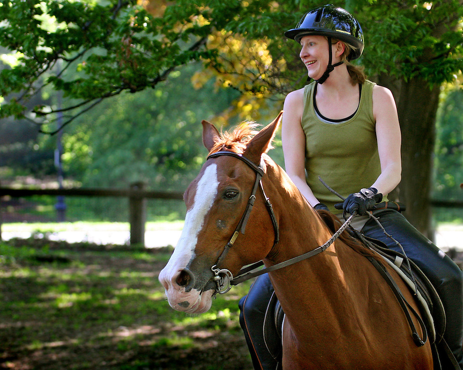 A very well behaved horse and an experienced rider.