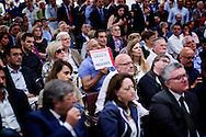 Napoli, Italia - Supporter del neo eletto Presidente della regione Campania Vincenzo De Luca attendono in attesa dell'iznizio del comizio di ringraziamento rivolto agli elettori partenopei.<br /> Ph. Roberto Salomone