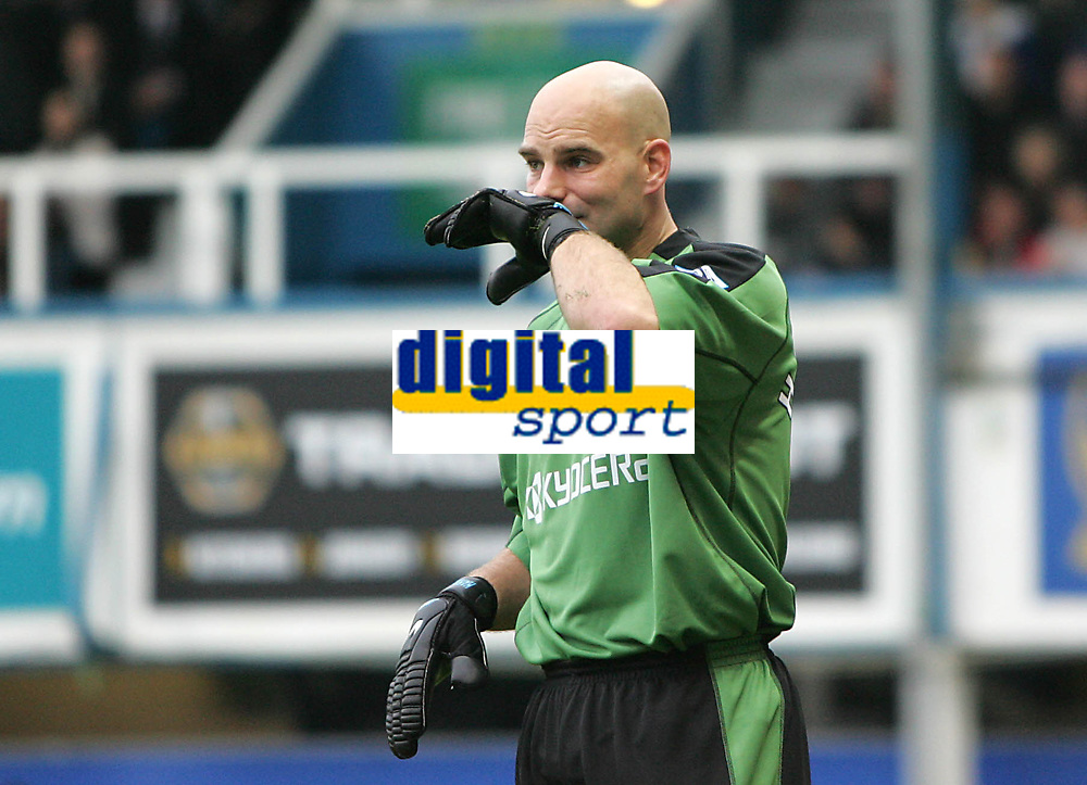 Photo: Lee Earle.<br /> Portsmouth v Reading. The Barclays Premiership. 28/10/2006. Reading keeper Marcus Hahnemann looks dejected after Portsmouth scored their second.