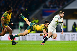 Elliot Daly of England breaks away from Jack Maddocks of Australia - Mandatory by-line: Dougie Allward/JMP - 24/11/2018 - RUGBY - Twickenham Stadium - London, England - England v Australia - Quilter Internationals