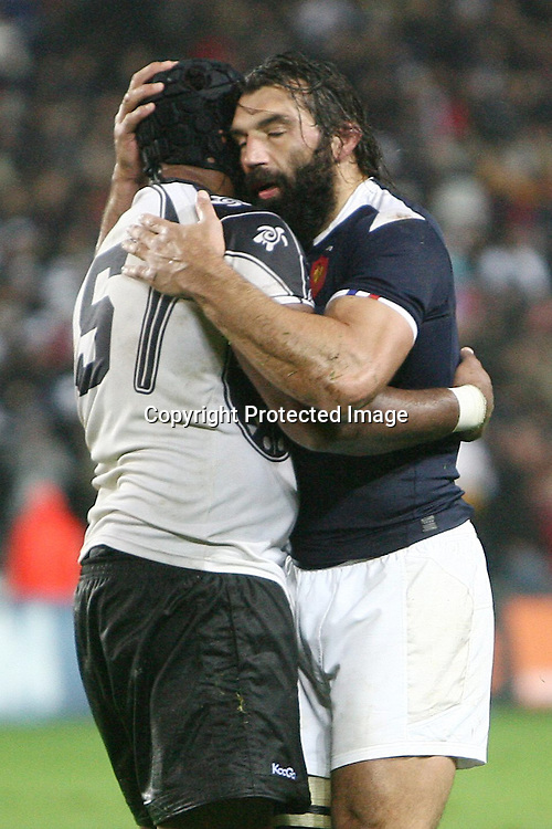 Rugby : France / Fidji - Test Match Tournee d Automne - 13.11.2010 - Jone Qovu Nailiko (Fidji) et Sebastien Chabal (France) *** Local Caption *** 00042416