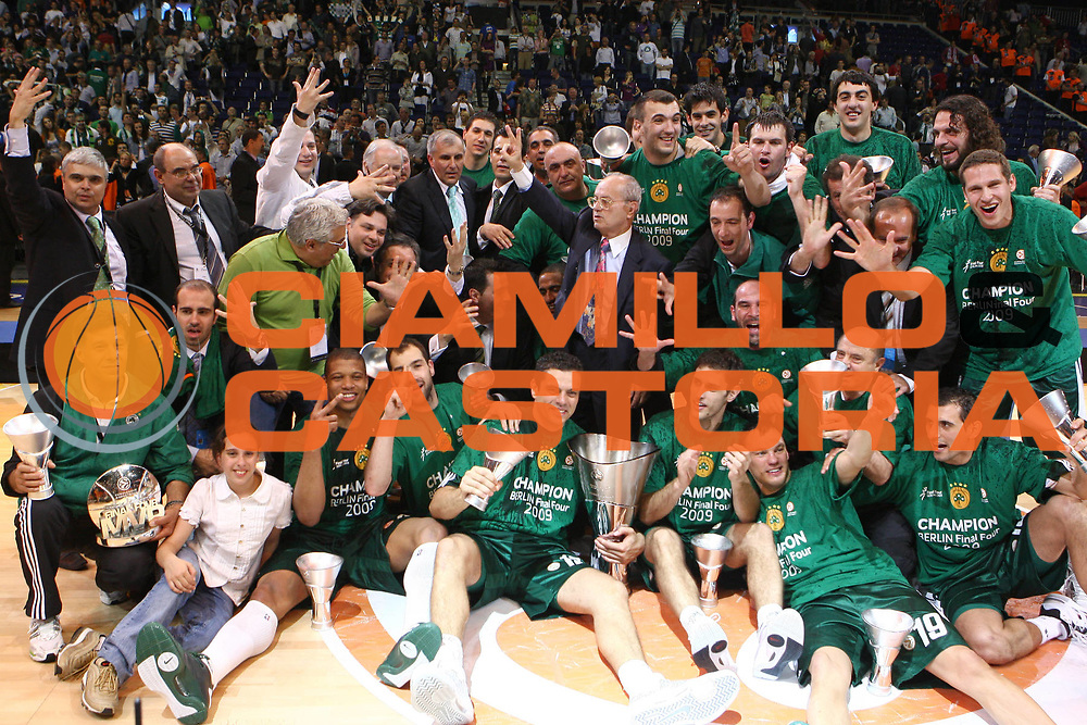 DESCRIZIONE : Berlino Eurolega 2008-09 Final Four Finale Panathinaikos Atene CSKA Mosca <br /> GIOCATORE : Team <br /> SQUADRA : Panathinaikos Atene<br /> EVENTO : Eurolega 2008-2009 <br /> GARA : Panathinaikos Atene CSKA Mosca <br /> DATA : 03/05/2009 <br /> CATEGORIA :  Esultanza<br /> SPORT : Pallacanestro <br /> AUTORE : Agenzia Ciamillo-Castoria/C.De Massis