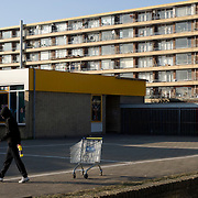 "Nederland Utrecht 31 januari 2009 20090131 Foto: David Rozing ..Serie vogelaarwijk Kanaleneiland .Reportage documentary on deprived area / projects "" Kanaleneiland "" This area is on a list with projects which need help of the government because of degradation in the area etc..Leeg winkelwagentje achtergelaten op schoolplein, op de achtergrond flat .Empty shopping cart left behind on school square, in the background appartments,  antisocial  stilleven, still, stillshot, still life.project, suburb, suburbian, problem. Neighboorhood, neighboorhoods, district, city, problems, multicultural, daily lifeFoto: David Rozing"