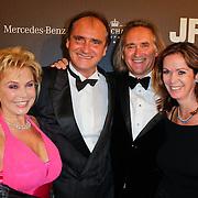 NLD/Amsterdam/20111029- JFK Greatest Man Award 2011, Erik de Vlieger en patner samen met broer Frans en partner Annemarie van Gaal