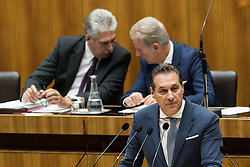 13.10.2016, Parlament, Wien, AUT, Parlament, Nationalratssitzung, Sitzung des Nationalrates mit Generaldebatte über das Bundesfinanzgesetz 2017, im Bild Klubobmann FPÖ Heinz-Christian Strache vor Bundesminister für Finanzen Hans Jörg Schelling (ÖVP) und Vizekanzler und Minister für Wirtschaft und Wissenschaft Reinhold Mitterlehner (ÖVP) // Leader of the parliamentary group FPOe Heinz Christian Strache in front of Austrian Minister of Finance Hans Joerg Schelling and Vice Chancellor of Austria and Minister of Science and Economy Reinhold Mitterlehner during meeting of the National Council of austria according to government budget 2017 at austrian parliament in Vienna, Austria on 2016/10/13, EXPA Pictures © 2016, PhotoCredit: EXPA/ Michael Gruber