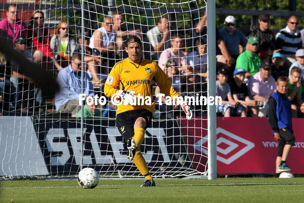 3.7.2012, Tapiolan urheilupuisto, Espoo..Veikkausliiga 2012..FC Honka - IFK Mariehamn..Tuomas Peltonen - Honka