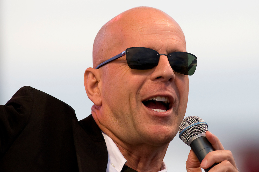 "Bruce Willis performs with his band ""The Bruce Willis Blues Band"" during the Netflix Live On Location concert and movie series in the Rocket Garden at the Kennedy Space Center Visitors Complex in Cape Canaveral, Florida August 2, 2007. REUTERS/Scott Audette (UNITED STATES)"