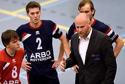 21-11-2015 NED: Advisie/SSS - ARBO Rotterdam, Barneveld<br /> SSS wint met 3-1 (25-13, 24-26, 25-13, 25-18) van Rotterdam / Coach Rodin Merx