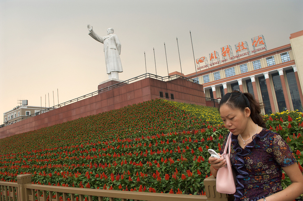 Satue of Chairman Mao Tse Tung presides over modern city life in Chengdu, capital of Sichuan Province, China Statue of Mao presides over central Chengdu