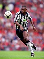 Carl Cort. (Newcastle United) 20/8/2000 Manchester United v Newcastle United. Credit: Colorsport.