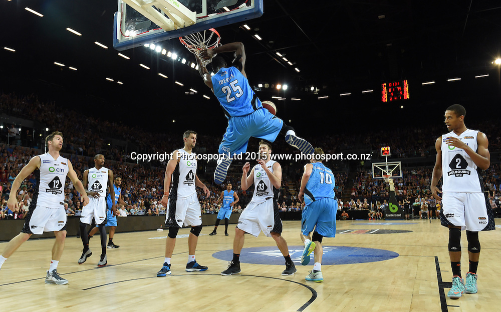 Ekene Ibekwe dunks during the SkyCity Breakers v Melbourne United match. 2014/15 ANBL Basketball Season. Vector Arena, Auckland, New Zealand. Sunday 18 January 2015. Copyright Photo: Andrew Cornaga / www.photosport.co.nz