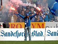 Fotball , 13.Mai 2006 , Eliteserien , Sandefjord -  Brann ,<br /> illustrasjon , blåhvalene , tilskuere , lys , tilskuer, fan fans , supporter , supportere<br /> Foto: Robert Christensen,  Digitalsport