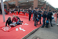 Roma 14 Novembre 2013<br /> I movimenti per la casa protestano al Film Fest all'Auditorium  per i numerosi sfratti che ci sono a Roma, e per  lo sfratto di questa mattina di Abdou la moglie con tre bambini, che dopo lo sfratto da parte della polizia non hanno ricevuto nessuna assistenza. Manifestanti occupano il Red Carpet. Protesters for the right to housing occupy the Red Carpet, checked by the police Auditorium della Musica in Rome during the Film Festival
