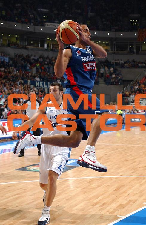DESCRIZIONE : Belgrado Belgrade Eurobasket Men 2005 Francia Grecia<br /> GIOCATORE : Parker<br /> SQUADRA : Francia France<br /> EVENTO : Eurobasket Men 2005 Campionati Europei Uomini 2005<br /> GARA : Francia Grecia France Greece<br /> DATA : 24/09/2005<br /> CATEGORIA :<br /> SPORT : Pallacanestro<br /> AUTORE : Ciamillo&amp;Castoria/Fiba Europe Pool