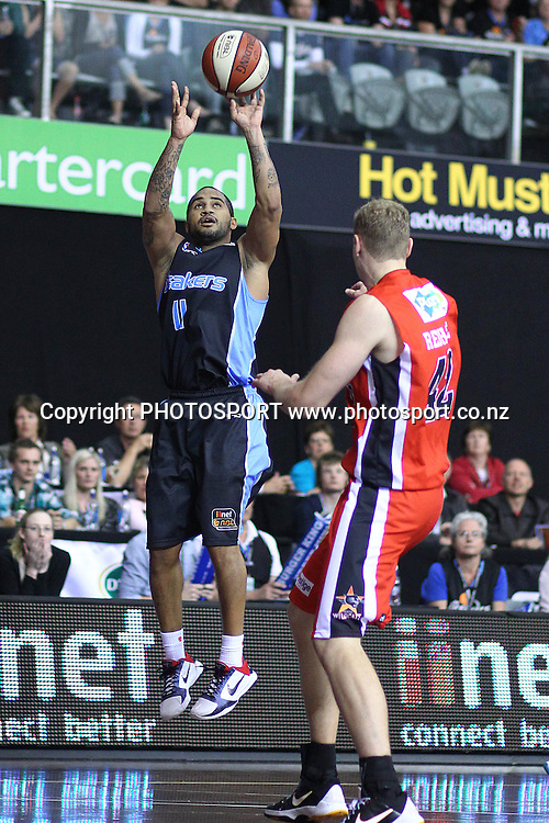 Breakers' Kevin Braswell shoots over Wildcats' Shawn Redhage. iinet ANBL, New Zealand Breakers vs Perth Wildcats, North Shore Events Centre, Auckland, New Zealand. Wednesday 20th October 2010. Photo: Anthony Au-Yeung / photosport.co.nz