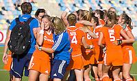 MONCHENGLADBACH - Vreugde bij Oranje (Sarah Jaspers en Janneke Schopman) .  Jong Oranje dames wint zondag in Monchengladbach de wereldtitel door de finale van het het WK-21 van  Argentinie te winnen. Het Nederlands hockeyteam wint na 1-1 de shout-outs. Foto Koen Suyk