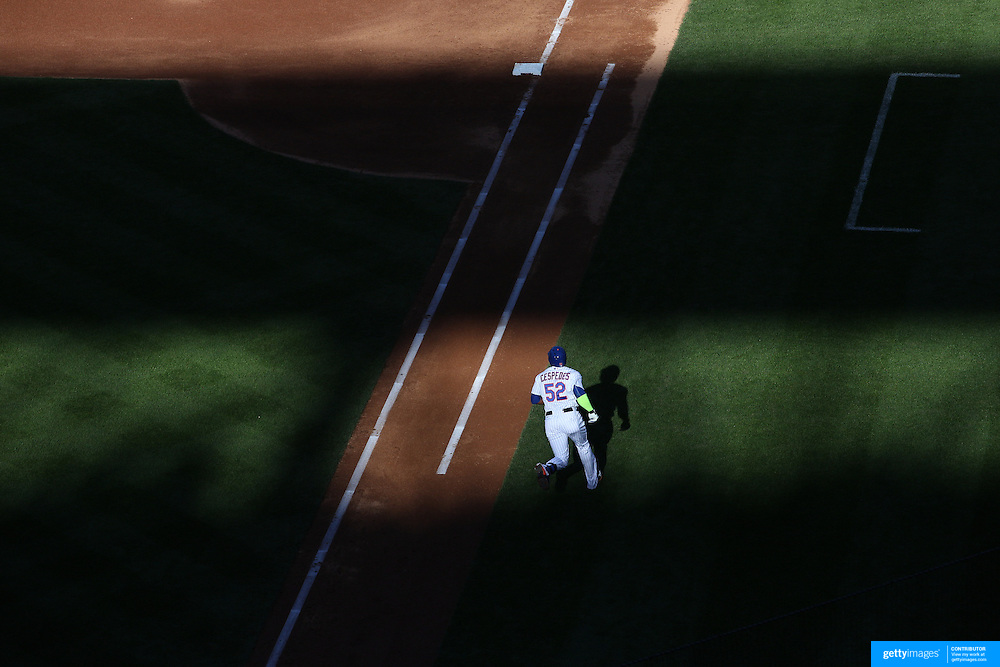 Yoenis Cespedes, New York Mets, runs down the first base line after hitting a double during the New York Mets Vs Washington Nationals MLB regular season baseball game at Citi Field, Queens, New York. USA. 4th October 2015. Photo Tim Clayton
