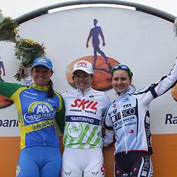 Podium ronde van Gelderland vroiuwen 2012. Suzanne de Goede, Chantal Blaak , Megan Guarnier
