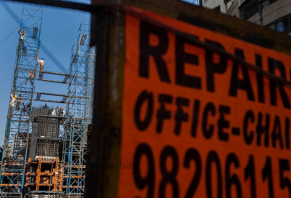 Construction workers work on a Mono Rail project in Mumbai, Maharashtra, India, February 28, 2012. Photographer: Prashanth Vishwanathan