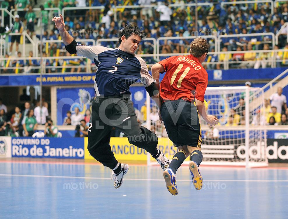 Fussball  International  FIFA  FUTSAL WM 2008   19.10.2008 Finale Brasil - Spain Brasilien - Spanien TIAGO (li, BRA) gegen MARCELO (ESP)