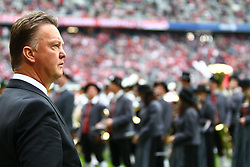 18.09.2010, Allianz Arena, Muenchen, GER, 1.FBL, FC Bayern Muenchen vs 1.FC Koeln, im Bild Louis van Gaal (Trainer Bayern) vor Blaskapelle , EXPA Pictures © 2010, PhotoCredit: EXPA/ nph/  Straubmeier+++++ ATTENTION - OUT OF GER +++++ / SPORTIDA PHOTO AGENCY