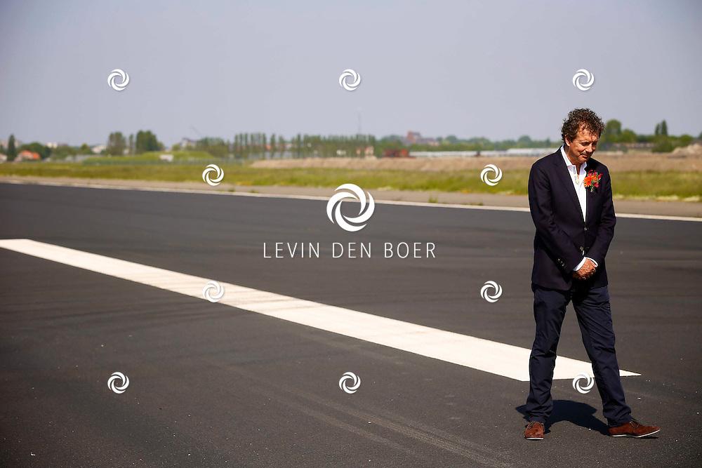 KATWIJK - De 1 miljoenste bezoeker voor Soldaat van Oranje. Met op de foto  Robert ten Brink. FOTO LEVIN DEN BOER - PERSFOTO.NU