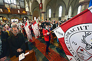 Nederland, Millingen aan de Rijn, 4-10-2015Vanwege de inzegening van een Mariabeeld door de hulpbisschop van Roermond begeleidt het schuttersgilde van drie dorpen de eerwaarde en zijn gevolg de kerk binnen.FOTO: FLIP FRANSSEN/ HH