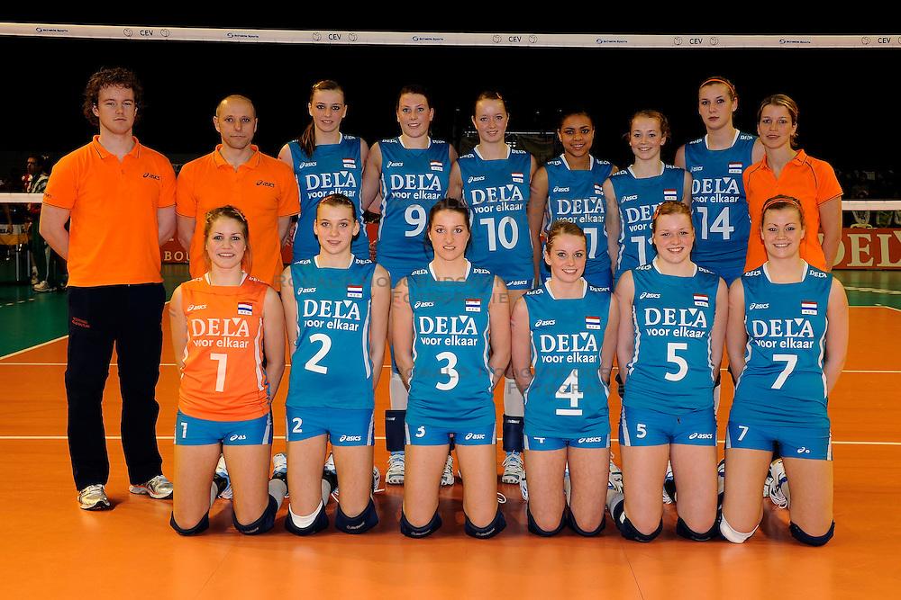 05-04-2009 VOLLEYBAL: EK JEUGD NEDERLAND - HONGARIJE: ROTTERDAM <br /> Hongarije wint met 3-2 van Nederland / Teamfoto Nederland<br /> &copy;2009-WWW.FOTOHOOGENDOORN.NL