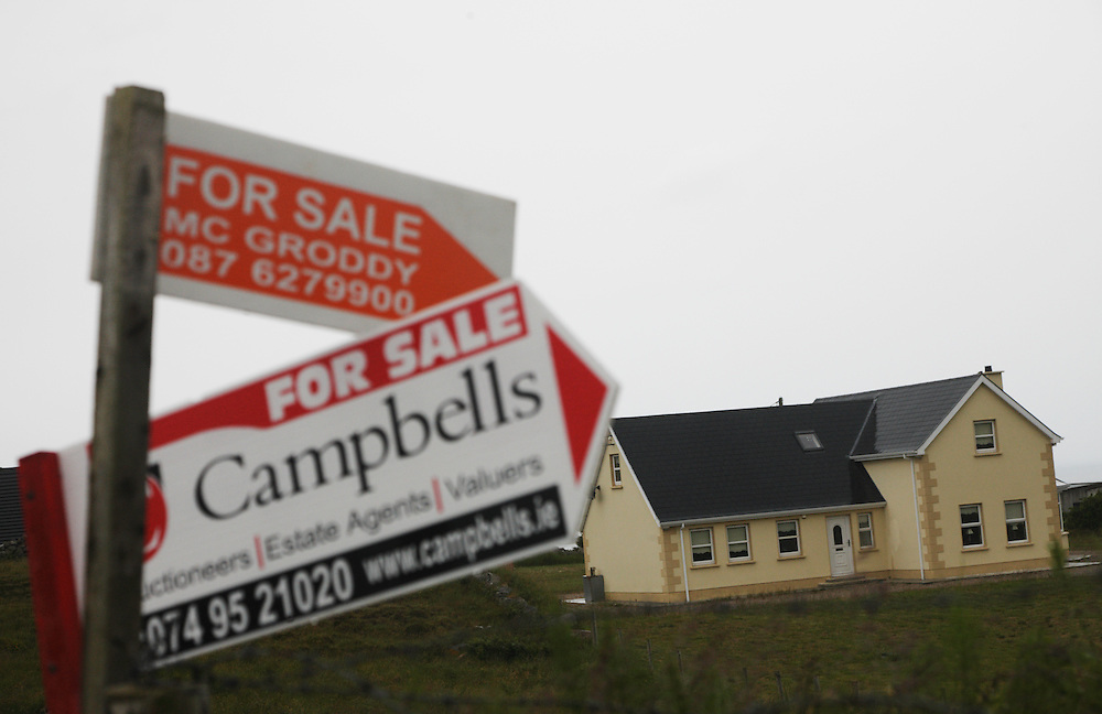 Ireland, Donegal coast, Bloody Foreland, house sales in financial crisis 2009
