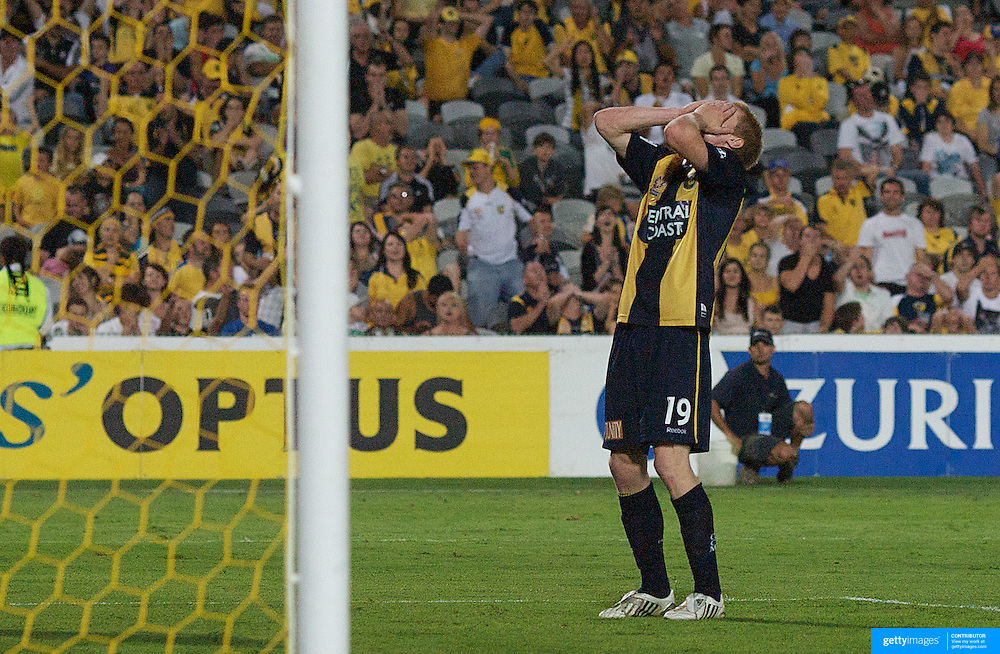 Matt Simon in action during the Central Coast Mariners V Perth Glory A-League match at Gosford, New South Wales, Australia, on Friday, November 27, 2009. Photo Tim Clayton.