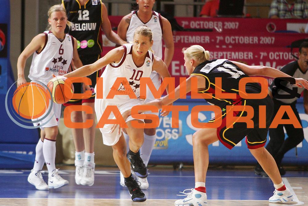 DESCRIZIONE : Vasto Italy Italia Eurobasket Women 2007 Lettonia Belgio Latvia Belgium <br /> GIOCATORE : Anete Jekabsone Zogota <br /> SQUADRA : Lettonia Latvia <br /> EVENTO : Eurobasket Women 2007 Campionati Europei Donne 2007 <br /> GARA : Lettonia Belgio Latvia Belgium <br /> DATA : 30/09/2007 <br /> CATEGORIA : Palleggio <br /> SPORT : Pallacanestro <br /> AUTORE : Agenzia Ciamillo-Castoria/S.Silvestri <br /> Galleria : Eurobasket Women 2007 <br /> Fotonotizia : Vasto Italy Italia Eurobasket Women 2007 Belgium Latvia Belgio Lettonia <br /> Predefinita :