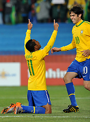 28.06.2010, Ellis Park Stadium, Johannesburg, RSA, FIFA WM 2010, Brazil (BRA) vs Chile. (CHI), im Bild L'esultanza di Robinho (Brasile) per il gol del 3-0 con Kaka.Robinho 's celebration with Kaka for his 3-0 leading goal scored for Brazil. EXPA Pictures © 2010, PhotoCredit: EXPA/ InsideFoto/ Giorgio Perottino +++ for Austria and Slovenia only +++ / SPORTIDA PHOTO AGENCY