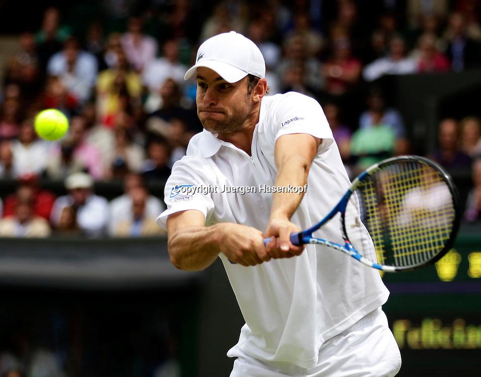 Wimbledon Championships 2011, AELTC,London,.ITF Grand Slam Tennis Tournament, Andy Roddick (USA),Einzelbild,Aktion,Halbkoerper,Querformat,