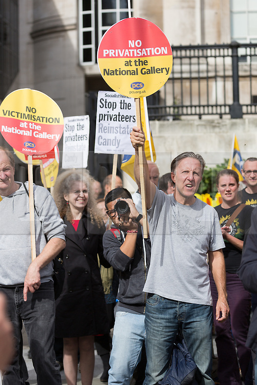 © Licensed to London News Pictures. 24/09/2015. London, UK. Protesters demonstrate during a rally outside the National Gallery in Trafalgar Square in London as part of an ongoing dispute over privatisation and alleged victimisation. The protest today forms part of a day of action marking 100 days of National Gallery strike that members and supporters of the Public and Commercial Services Union (PCS) are taking part in today, supported by the TUC. Photo credit : Vickie Flores/LNP