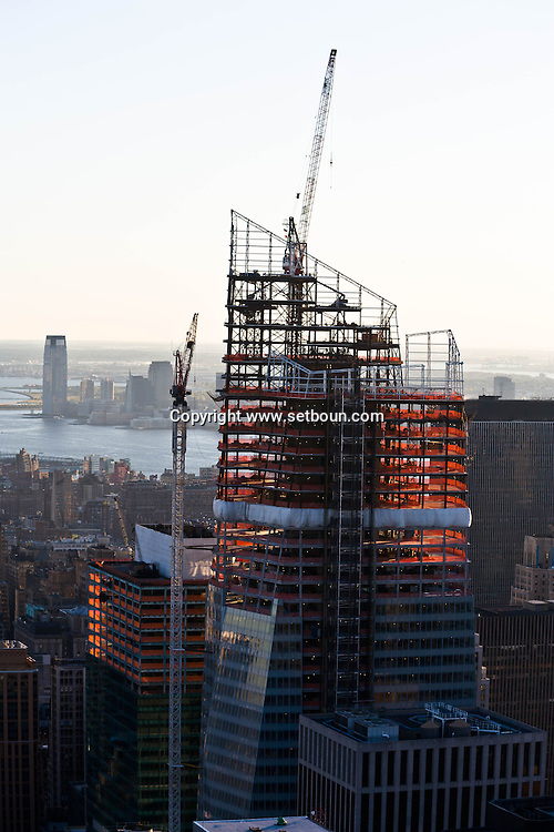 New York , Elevated view on Times square. bank of america tower under construction, . panoramic view of Manhattan skyline.  /  construction de la nouvelle tour de la bank of america, times square en renovation.