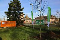 Mannheim. 22.11.17 | <br /> Feudenheim. Vor der ehemaligen US Kaserne Spinelli. Hier soll die Bundesgartenschau 2023 stattfinden.<br /> Die BUGA 2023 in Mannheim r&uuml;ckt n&auml;her. Mit dem Konzept &bdquo;Mannheim verbindet&ldquo; entsteht bis 2023 innerst&auml;dtisch eine neue Parklandschaft &ndash; f&uuml;r eine bessere Lebensqualit&auml;t und ein angenehmeres Stadtklima. Als Auftakt zur BUGA Mannheim 2023 wird deshalb direkt im Zentrum des Gartenschaugel&auml;ndes eine Esskastanie (Castanea sativa), Baum des Jahres 2018, gepflanzt. <br /> <br /> <br /> Bild: Markus Prosswitz 22NOV17 / masterpress (Bild ist honorarpflichtig - No Model Release!) <br /> BILD- ID 00543 |