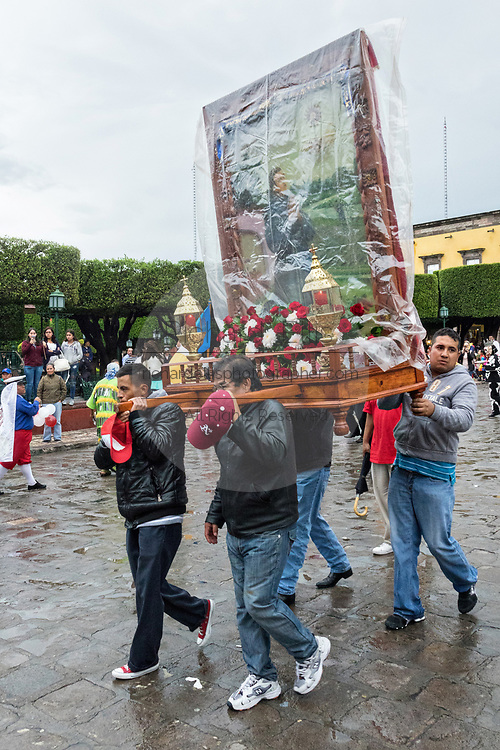 Men carry a religious icon during a procession through the Jardin Allende during the week long fiesta of the patron saint Saint Michael September 24, 2017 in San Miguel de Allende, Mexico.
