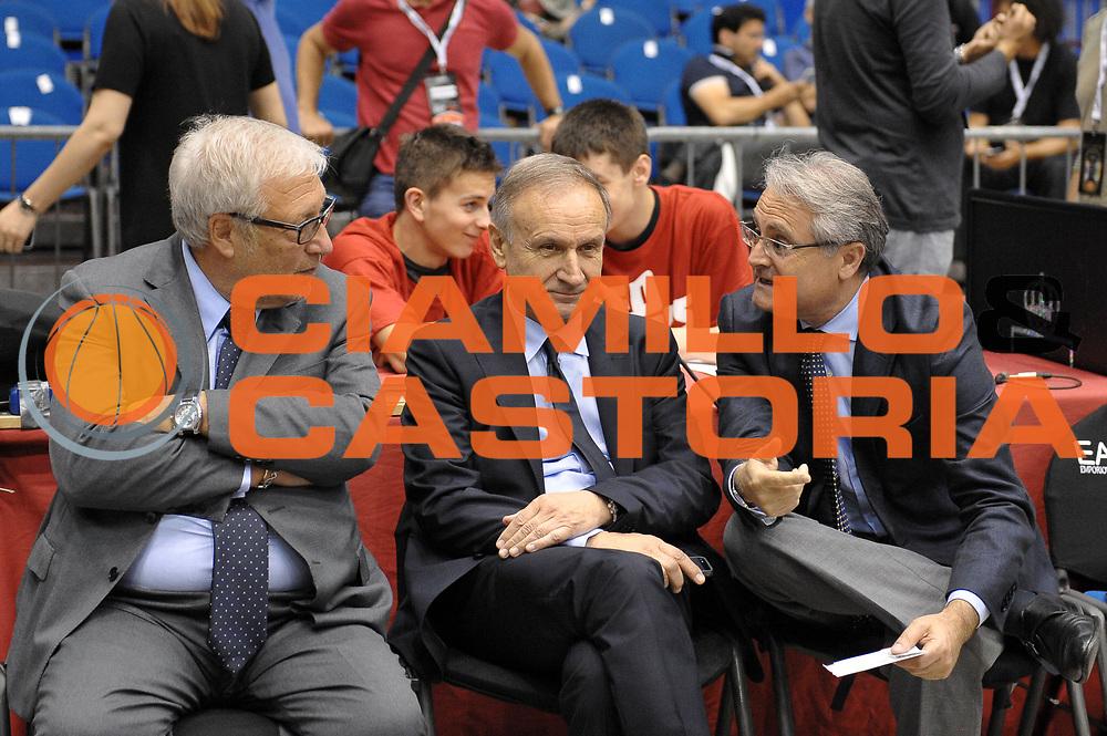 DESCRIZIONE : Milano Lega A 2013-14 EA7 Emporio Armani Milano vs Montepaschi Siena playoff finale gara 2<br /> GIOCATORE : Gianni Giovanni Petrucci Valentino Renzi Laguardia<br /> CATEGORIA : Vip<br /> SQUADRA : <br /> EVENTO : finale gara 2 playoff<br /> GARA : EA7 Emporio Armani Milano vs Montepaschi Siena gara2<br /> DATA : 17/06/2014<br /> SPORT : Pallacanestro <br /> AUTORE : Agenzia Ciamillo-Castoria/A.Scaroni<br /> Galleria : Lega Basket A 2013-2014  <br /> Fotonotizia : Milano Lega A 2013-14 EA7 Emporio Armani Milano vs Montepasci Siena playoff finale gara 2<br /> Predefinita :