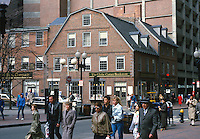 The Globe Corner Bookstore, Downtown, Boston, Massachusetts, USA, 19880507CBS..Copyright Image from Victor Patterson, 54 Dorchester Park, Belfast, UK, BT9 6RJ..Tel: +44 28 9066 1296.Mob: +44 7802 353836.Voicemail +44 20 8816 7153.Skype: victorpattersonbelfast.Email: victorpatterson@me.com.Email: victorpatterson@ireland.com (back-up)..IMPORTANT: If you wish to use this image or any other of my images please go to www.victorpatterson.com and click on the Terms & Conditions. Then contact me by email or phone with the reference number(s) of the image(s) concerned.